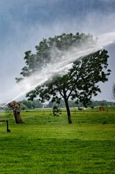 Sproeien van grasland tijdens droogte mag - hoe zit dat?