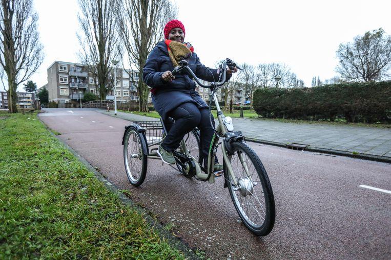 Mansoorah Osman: 'De fiets geeft mij vrijheid en zelfstandigheid.' Beeld Eva Plevier