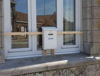 """Er hangt aan het gewezen gemeentehuis tot eind juni een ideeënbus: """"Realistische en serieuze ideeën welkom"""""""