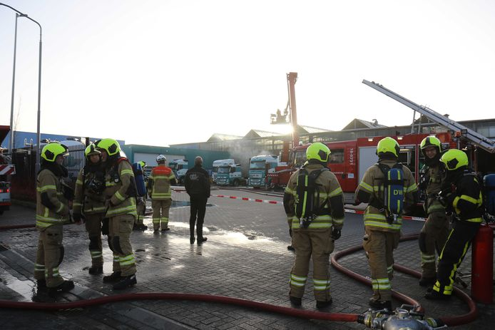 Hulpdiensten rukten massaal uit naar de lekkage in Alblasserdam.
