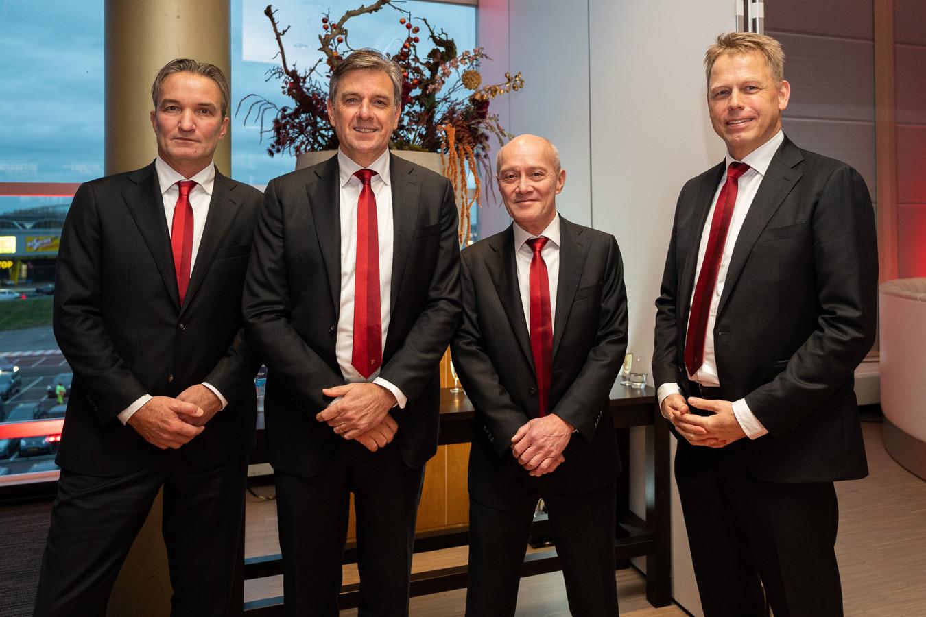Feyenoord-directeur Mark Koevermans (links) naast directeur Jan van Merwijk van stadion Feijenoord. Naast Van Merwijk diens financieel directeur Carl Berg  en helemaal rechts Pieter Smorenburg, financieel directeur van Feyenoord. Deze foto werd gemaakt tijdens de nieuwjaarsreceptie van Feyenoord.