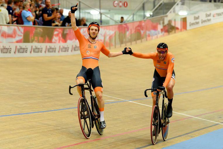 Yoeri Havik (links) en Jan Willem van Schip wonnen zaterdag 9 oktober de Europese titel op de koppelkoers.  Beeld AP