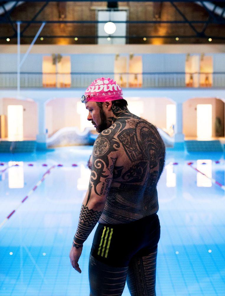 'Iedereen die mij tatoeëerde, heb ik ook getatoeëerd.' Beeld David Vroom