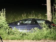 Auto belandt in sloot in Lunteren, inzittenden ongedeerd