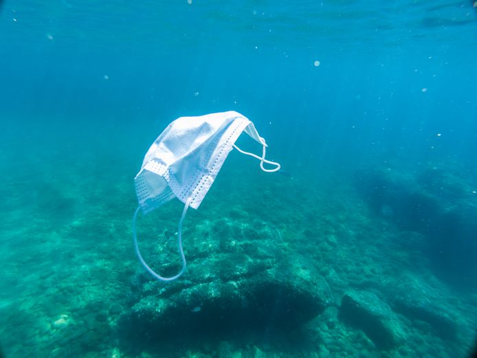Afval in de zee.