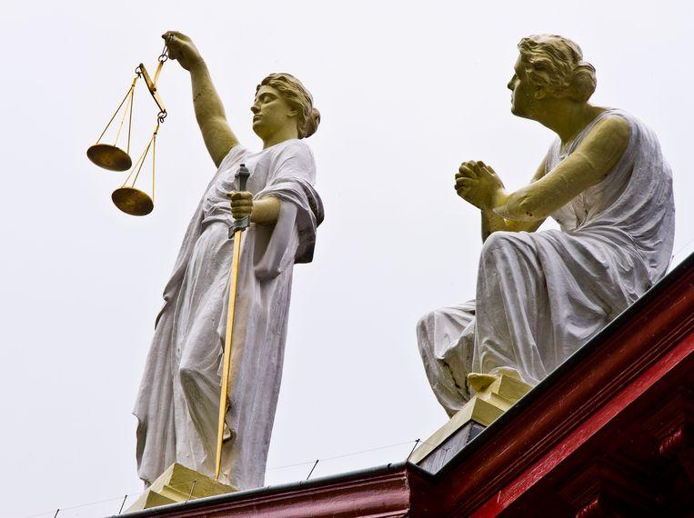 Vrouwe Justitia op het gerechtsgebouw in Rotterdam.  Beeld Hollandse Hoogte /  ANP