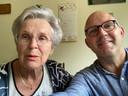 Leon Boer en zijn moeder.