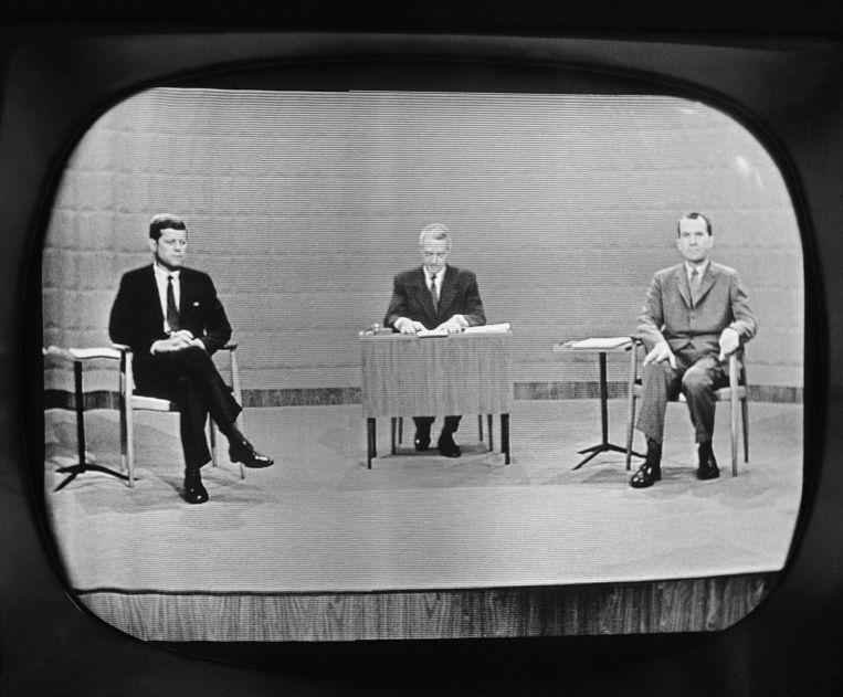 Een debat tussen John Kennedy en Richard Nixon. Beeld AP