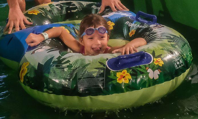 Valt in de smaak bij de jongere kinderen: de familiale bandenglijbaan groene orkaan.