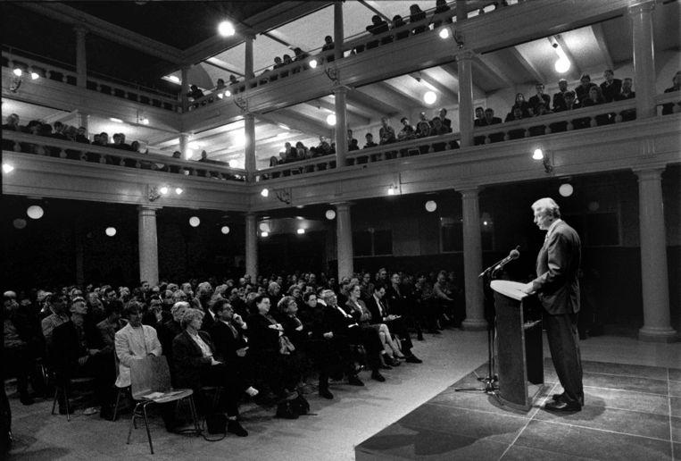 Toenmalig premier Wim Kok houdt de Den Uyl-lezing in 1995.  Beeld Hollandse Hoogte / Bert Verhoeff