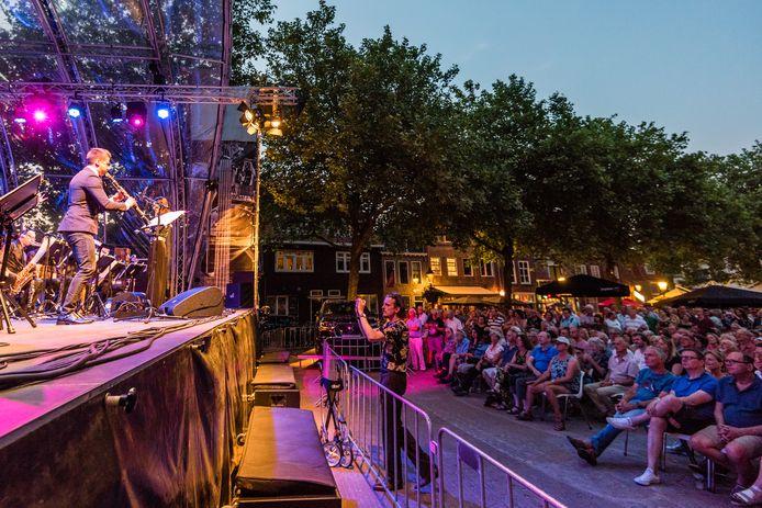Het Jazzfestival drie jaar geleden op het Lieve Vrouwekerkhof.