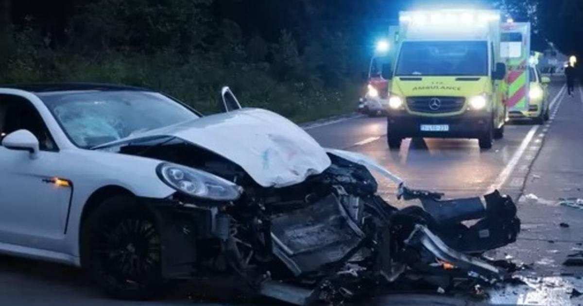 Bestuurder Porsche in shock na zware botsing met motoragent: 'Ik hoop dat hij het redt'.