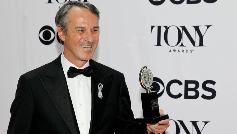 Ivo van Hove met zijn award. Beeld reuters