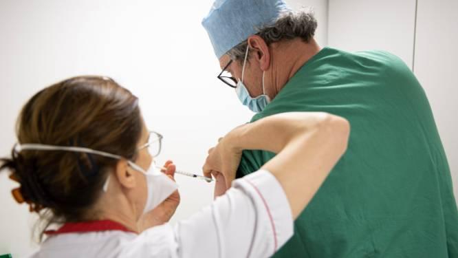 """Eerste 300 medewerkers van AZ Groeninge krijgen vaccin: """"Hopelijk wordt iedereen snel bediend"""""""