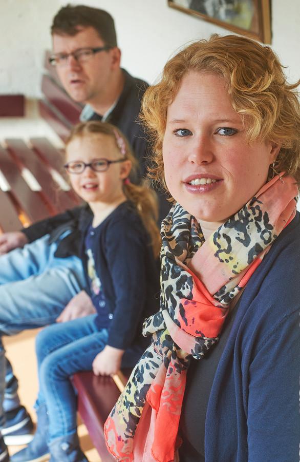 Sandy van Rossum met dochtertje Eva en haar man Maarten.