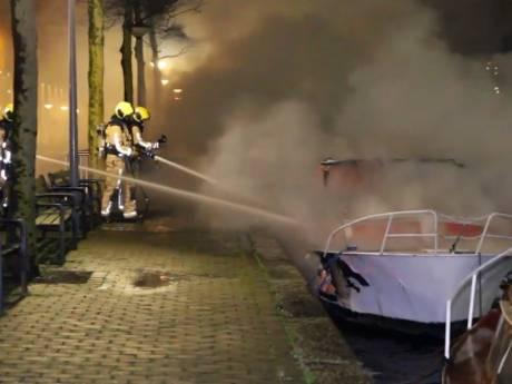 Motorjacht volledig uitgebrand