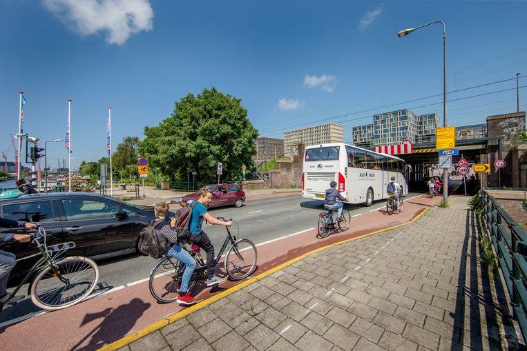 De Kattenburgerstraat bij de spoortunnel richting Piet Heinkade. Beeld Jean-Pierre Jans