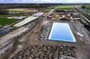 Vervuild water wordt opgevangen in een bassin, gezuiverd en dan verdund geloosd. Het Waterschap Rivierenland en de Omgevingsdienst Rivierenland houden toezicht.