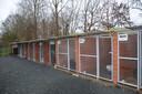 De hondenkennels van het Dierenasiel Ninove, die aan vernieuwing toe zijn.