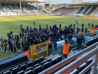 Hommeles in Charleroi: misnoegde fans dringen Mambourg binnen, aftrap halfuur verlaat