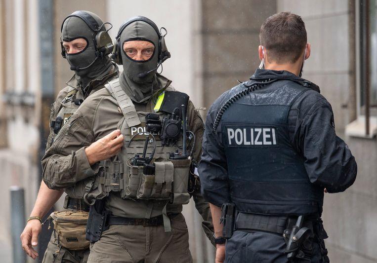 Leden van SEK-eenheid van de politie in Frankfurt, die wordt opgeheven. Beeld Boris Roessler/dpa