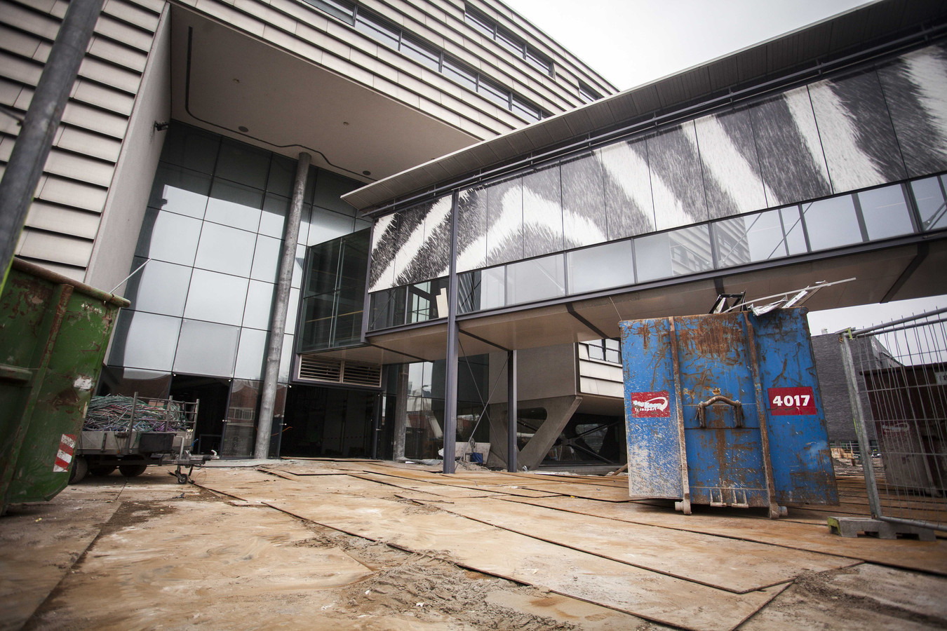 Het museum Naturalis onder verbouwing. De oorspronkelijke architect Fons Verheijen van het museumgebouw is een bodemprocedure begonnen om de verbouwing tegen te houden.