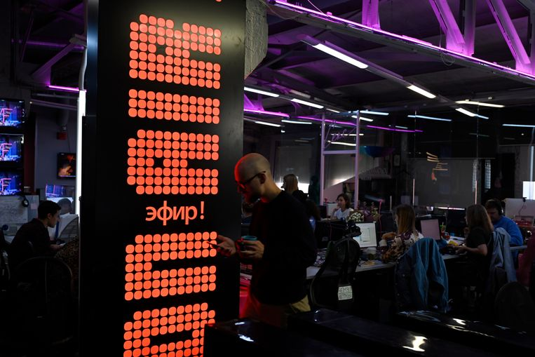 Op de redactie van Dozjd – Optimistic Channel, Ruslands enige onafhankelijke tv-kanaal. Beeld Yuri Kozyrev / Noor