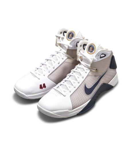 La paire de Nike imaginée pour Barack Obama vendue à prix d'or