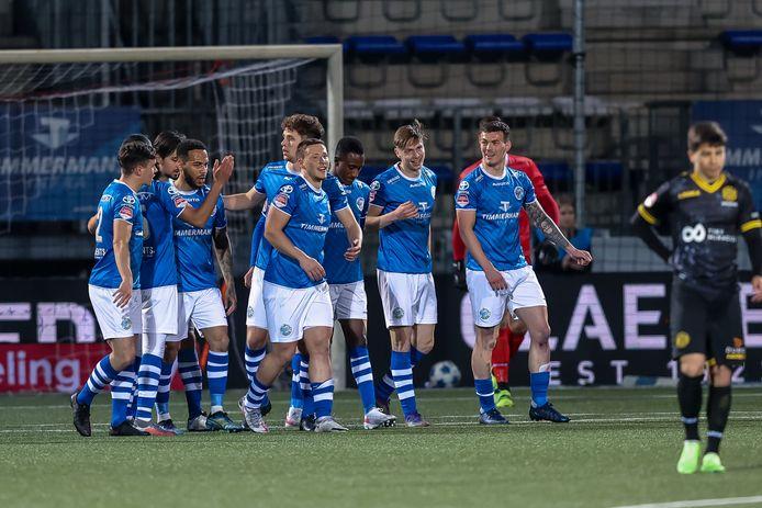 De spelers van FCDen Bosch vieren feest bij de 7-0-winst op Roda JC van vorig seizoen. Een feestje over de overname van de club wordt pas gevierd als er toestemming van de licentiecommissie van de KNVBis.