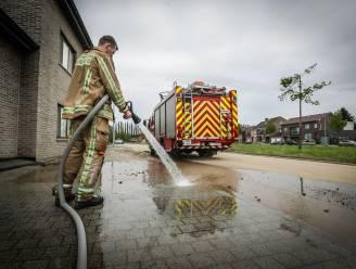 Brandweer nog heel weekend in de weer met schoonmaken van wegdek na wolkbreuk vrijdagavond