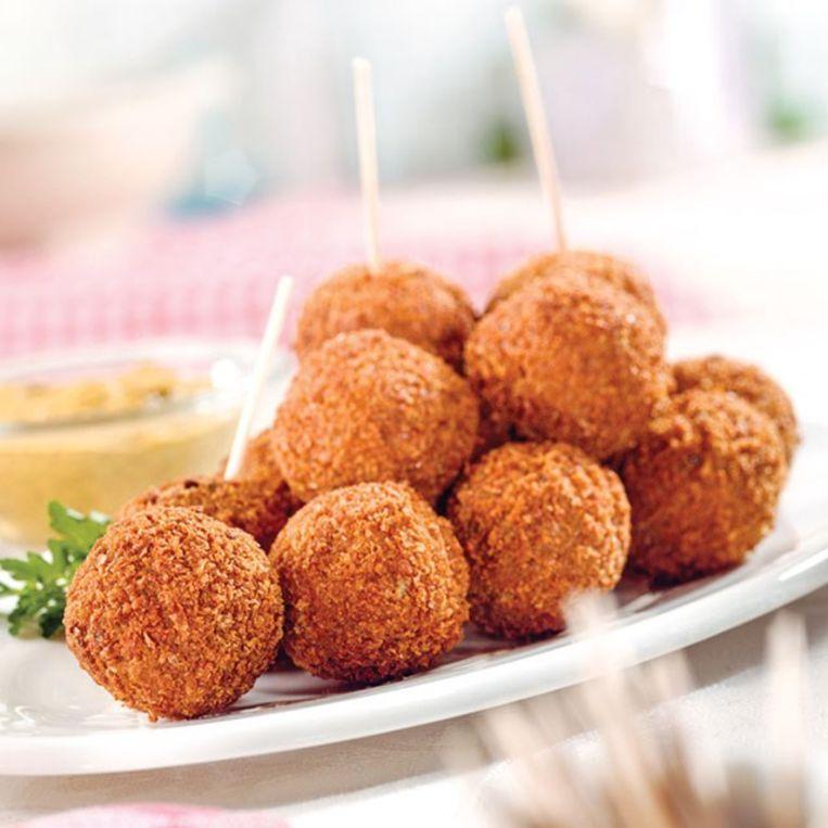 Mora is onder meer bekend van bitterballen, kroketten en andere frituursnacks.