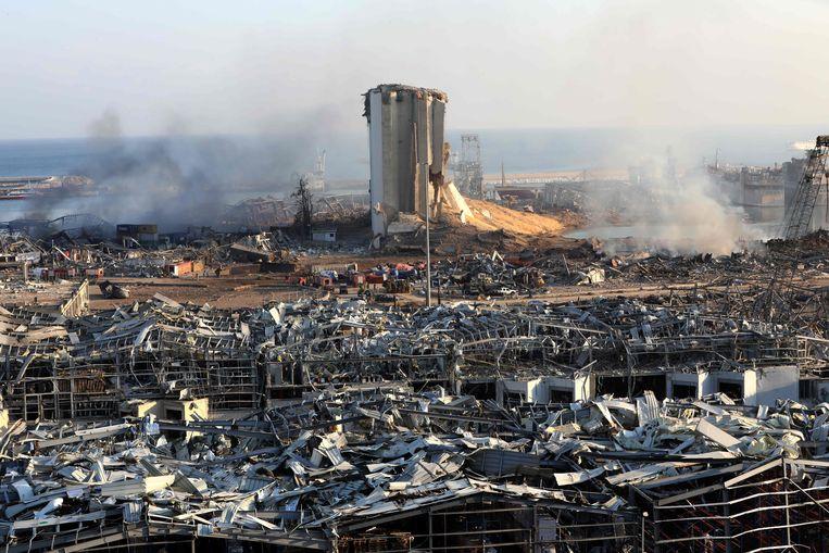 Van de ontplofte loods bleef geen spaander heel, maar ook de nabije omgeving is totaal verwoest. Zo'n 300.000 Libanezen zijn nu dakloos. Beeld AFP