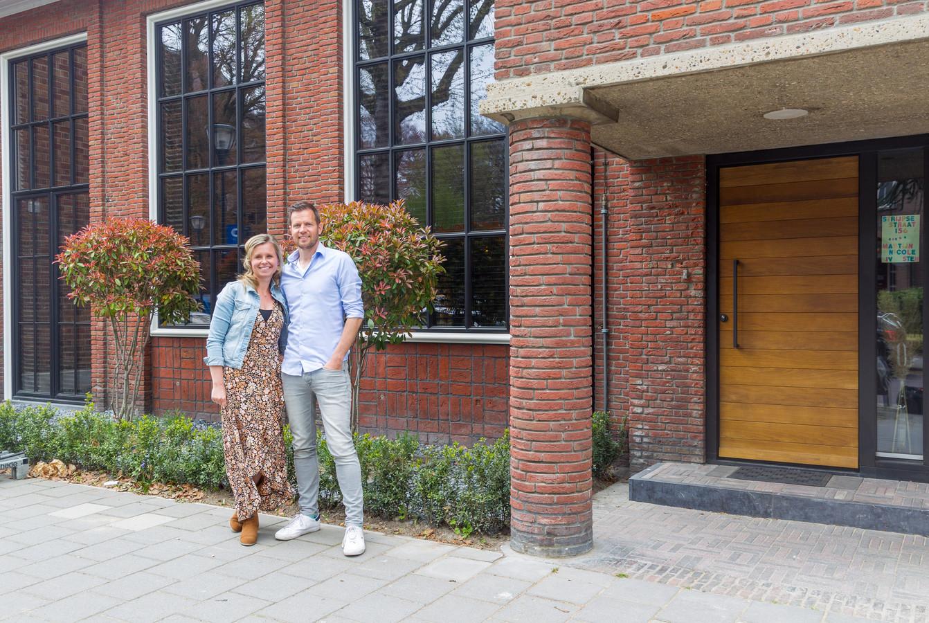 Oud postkantoor in Strijp is verbouwd tot loft woning van Martijn Houben en Nicole Jacobs.