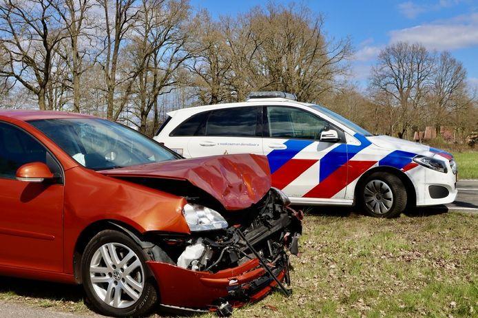 De betrokken voertuigen werden beide afgesleept.