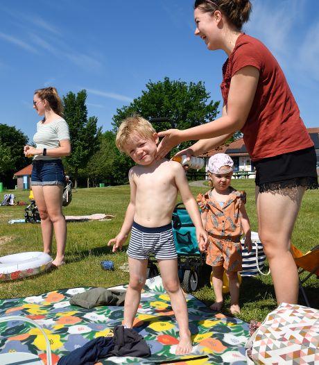 Thijs (4) kan na een jaar eindelijk weer zwemmen, Schateiland bij strand Zeumeren zondag weer open