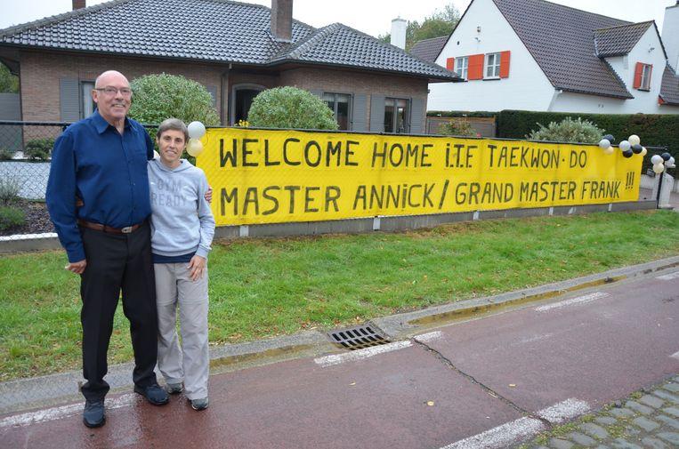 Ook bij hun thuiskomst in de Hillarestraat in Lokeren werden Frank en Annick getrakteerd op een verrassing.