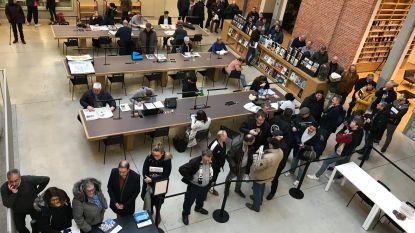 Lange rij supporters in Utopia voor signeersessie '100 jaar Eendracht Aalst'