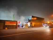 Wéér grote brand bij metaalbedrijf Nijmegen: 'Sluit ramen en deuren vanwege stank'
