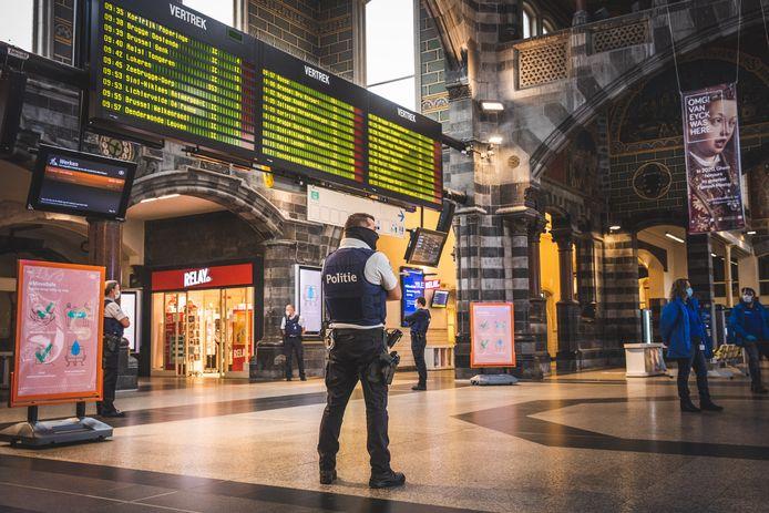 De 20-jarige man diende de elektrische schok toe met een taser aan het Sint-Pietersstation.