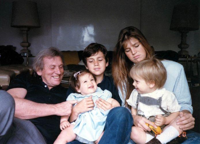 Jorge Zorreguieta (l) met zijn vier kinderen uit zijn tweede huwelijk: Inés, Martin, Máxima en Juán.