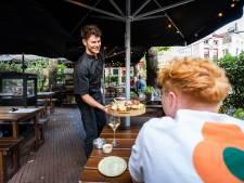 Personeelstekort stelt Arnhemse horeca voor een grote uitdaging: kok serveert het eten zelf maar
