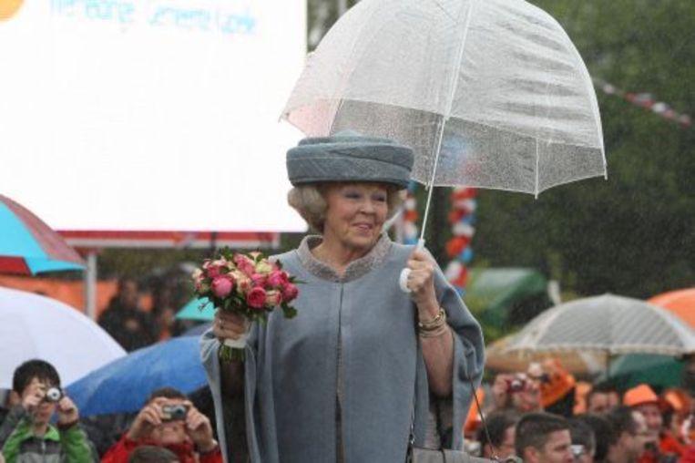 Koningin Beatrix is vrijdagochtend aangekomen in het Zeeuwse Wemeldinge voor de viering van Koninginnedag. ANP Beeld