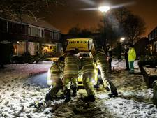 Ambulance vast in de sneeuw in IJsselstein