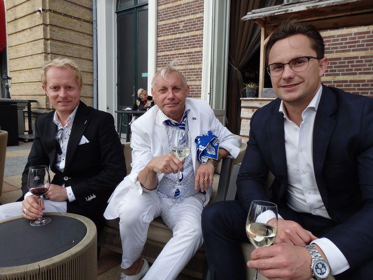 Patrick van der Sande, managing director van couturier Ronald Kolk, Kolk zelf, en fiscalist Dylan van de Belt (vlnr). Vast ook van Stolk. Beeld Schuim