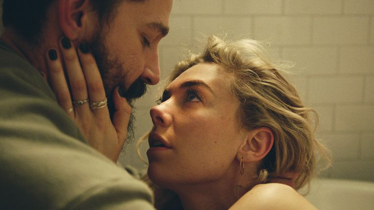 Shia LaBoeuf met Vanessa Kirby in 'Pieces of a Woman'. Beeld /