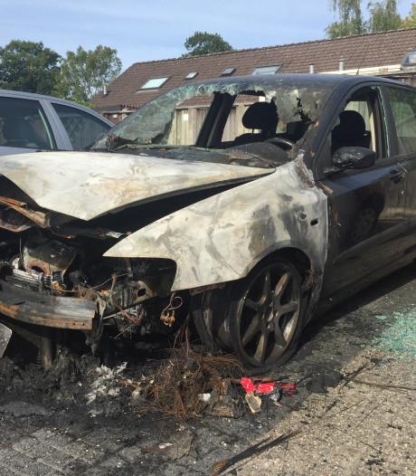 Autobranden in Enschede houden politie en brandweer bezig