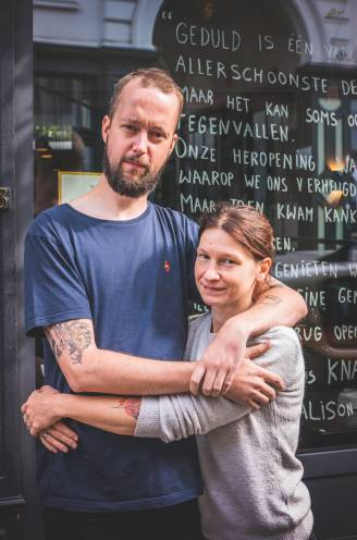 """Chef-kok Tom (34) heeft darmkanker, maar blijft grappen, ook over z'n stoma: """"Mijn zonen gieren het uit"""""""