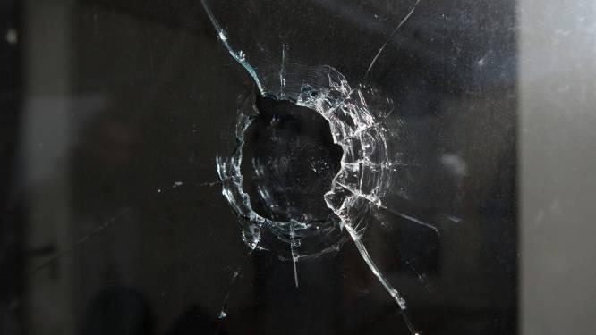 Vele kogelinslagen op eerste beelden van binnen in het huis na de schietpartij in Verviers