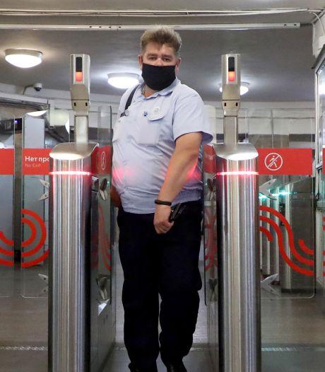 Inwoners Moskou huiverig voor nieuw 'gluursysteem' in metrostation: betalen met je gezicht