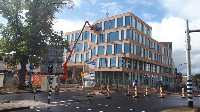 In februari verhuizen de gemeenteambtenaren naar het nieuwe stadskantoor.